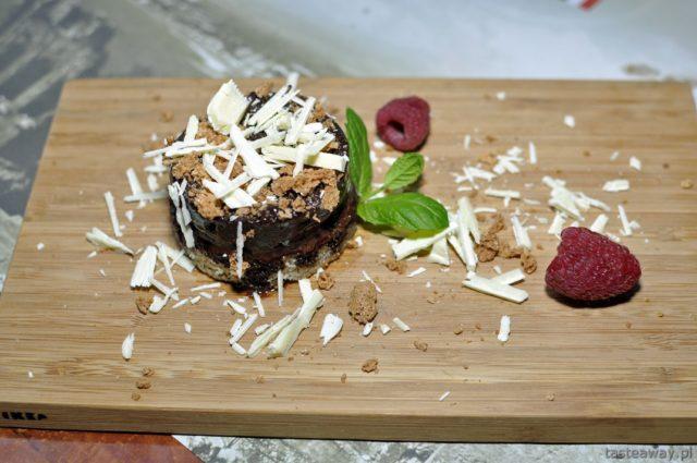 Peppino - mus czekoladowy z likierem Cointreau i białą czekoladą / Peppino - chocolate mousse with Cointreau liqueur and white chocolate