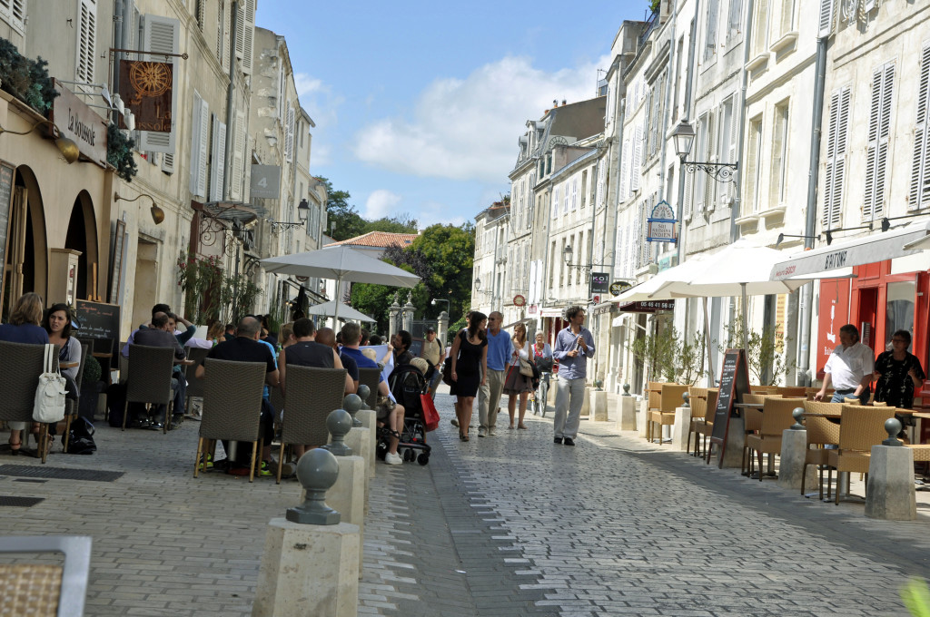 Colourful houses green vineyards and a basque fairy tale - La table basque la rochelle ...