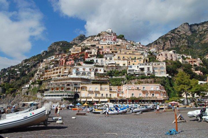 leżąc na plaży w Positano...