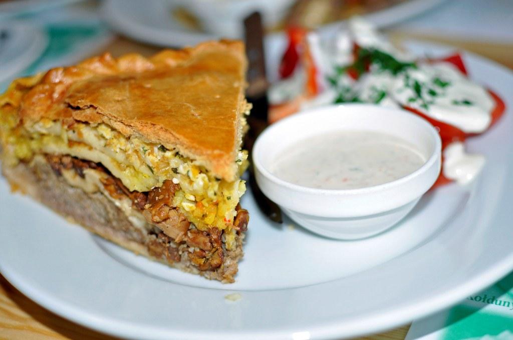 belysz, czyli wielowarstwowe ciasto z mięsem, ryżem i jajkiem