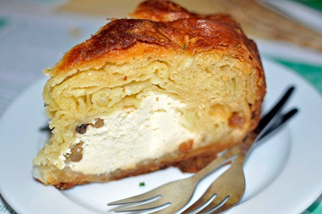 listkowiec - wielokrotnie nagradzane ciasto drożdżowe z serem, podawane na ciepło