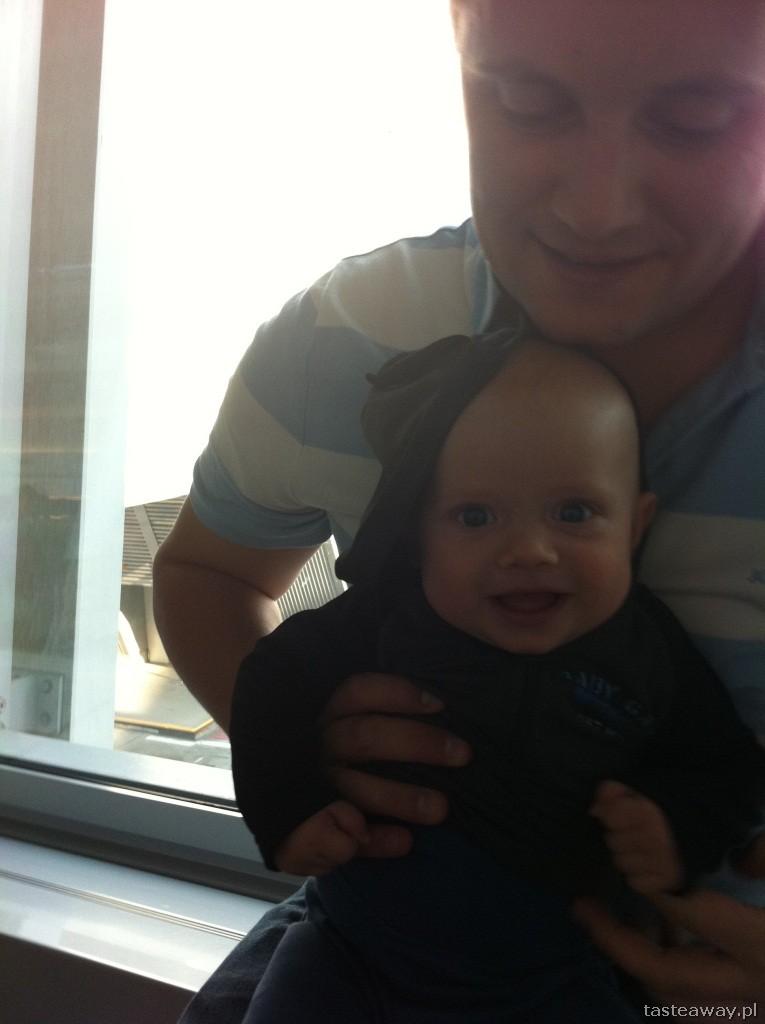 podróżowanie z dzieckiem, z dzieckiem samolotem