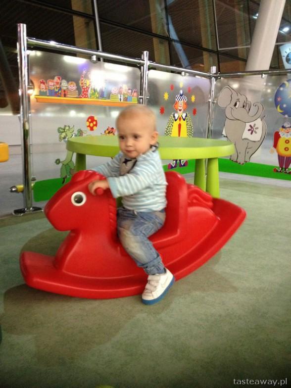 z dzieckiem samolotem, podróżowanie z dzieckiem