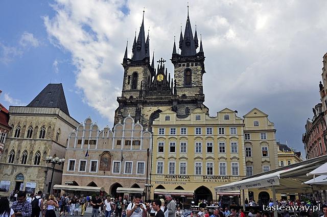 Kościół Tyński, Rynek staromiejski, Praga