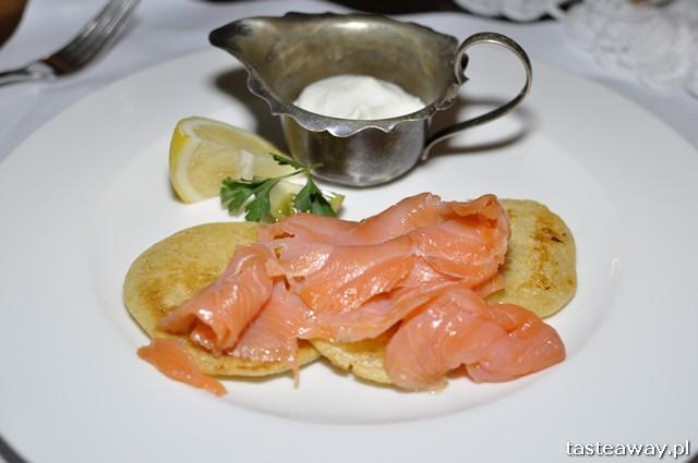 bliny z łososiem, restauracjah carska białowieża