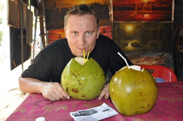 Angkor, Kambodża, podróżowanie z dzieckiem, sok z kokosa