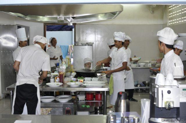 Haven, Kambodża, działalność charytatywna restauracji,