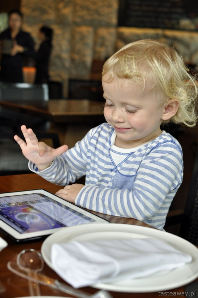 podróżowanie z dzieckiem, iPad, Wietnam