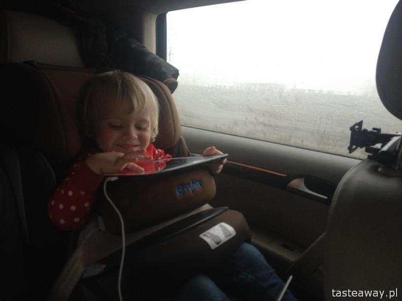podróżowanie z dzieckiem, dziecko w samochodzie, jak przeżyć 10 godzin z dzieckiem w samochodzie