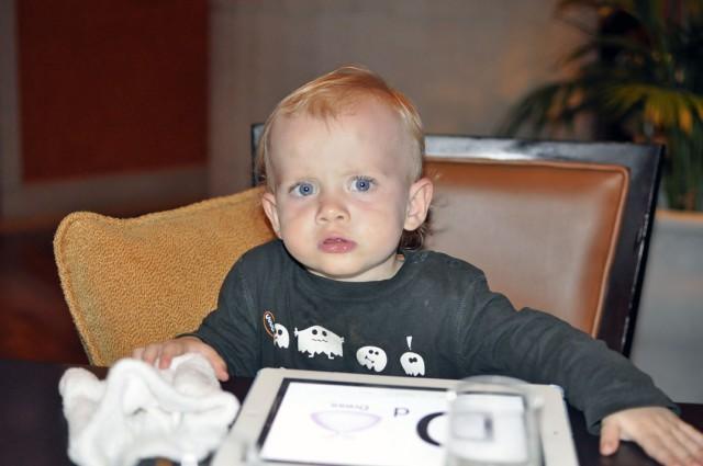 dziecko w restauracji, dwulatek w restauracji