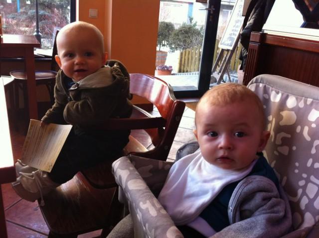 z dzieckiem w restauracji, krzesełko dziecięce