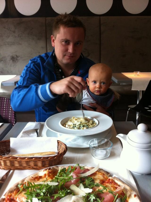 dziecko w restauracji, niemowilę w restauracji