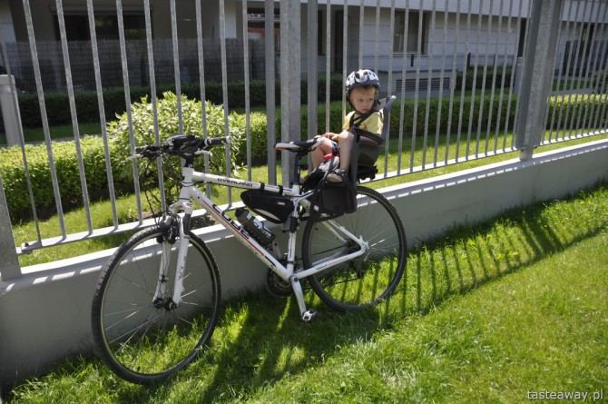 dziecko na rowerze, rodzina na rowerze