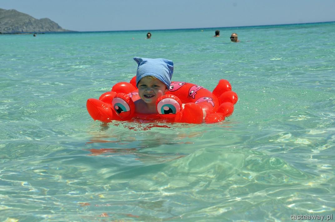 radość, dziecko na plaży, Kreta, Elafonissi, najpiękniejsze plaże Europy