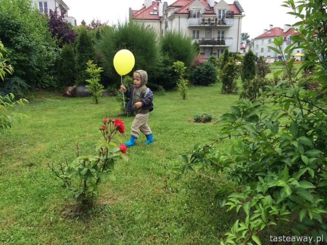 co robić z dzieckiem na wakacjach, gdy pada, deszczowy dzień
