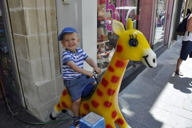 przegrzanie organizmu, dziecko na wakacjach, lato z dzieckiem