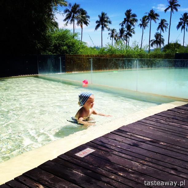dziecko na basenie, basen z dzieckiem, tasteaway
