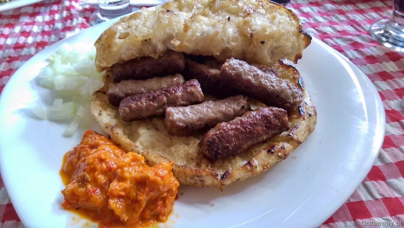 kuchnia bałkańska, cevapcici, cevapi, ajvar