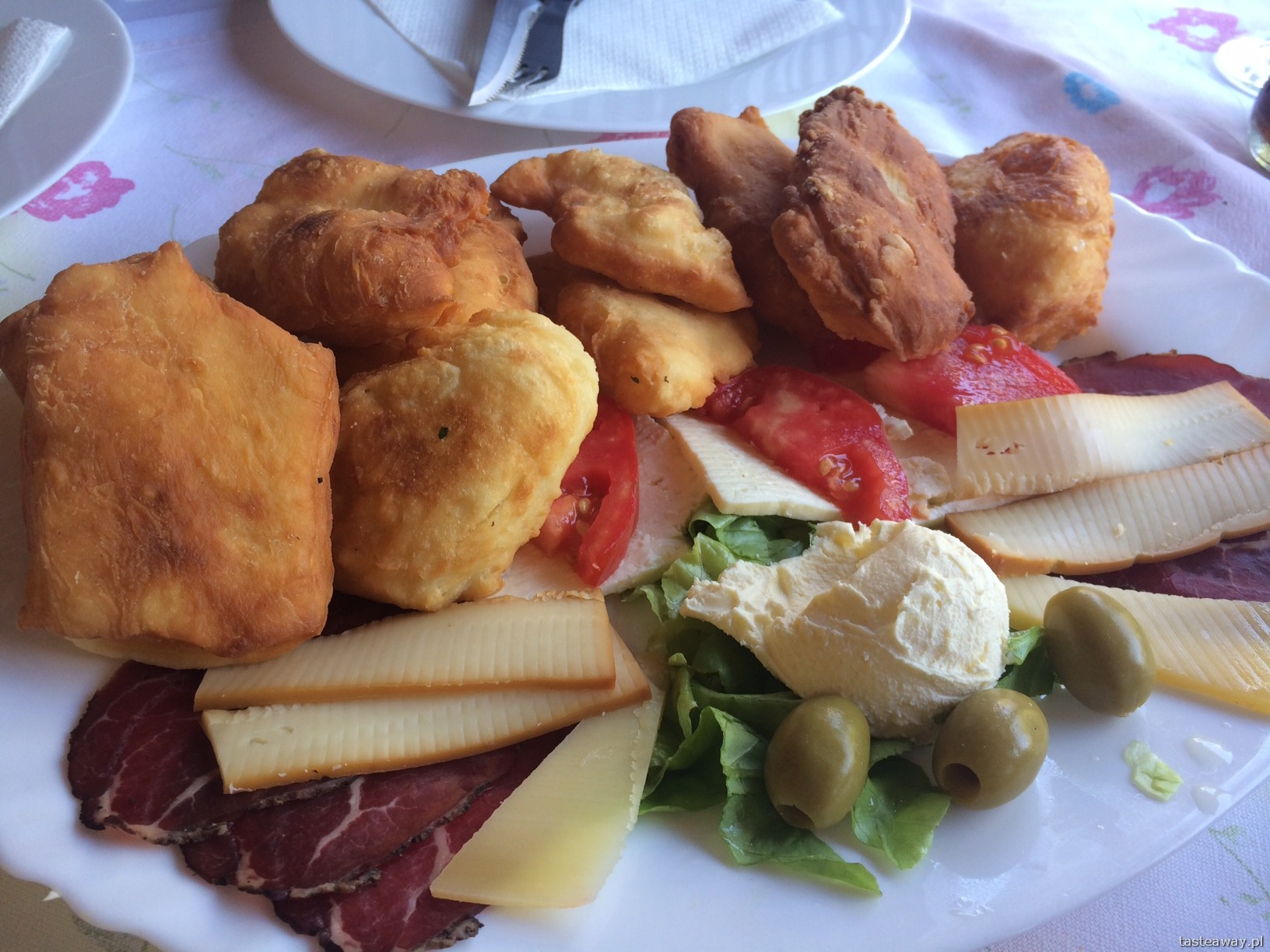 peksimet, przekąski, Mostar, Bośnia, Kuchnia Bałkańka