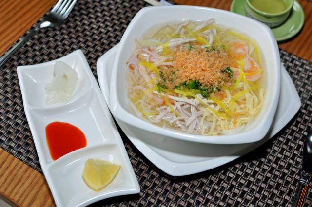 bun thang, Four Seasons, kuchnia wietnamska, restauracje przyjazne dzieciom