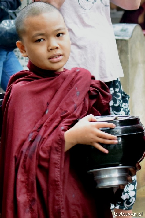 Birma, ludzie Birmy, mnich, buddyzm, mały buddysta, fotografia w podróży, fotografowanie ludzi