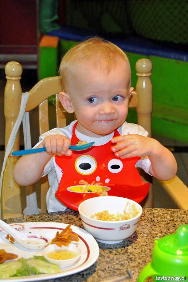 jedzenie dla dziecka w podróży, podróżowanie z dzieckiem, pakowanie dziecka