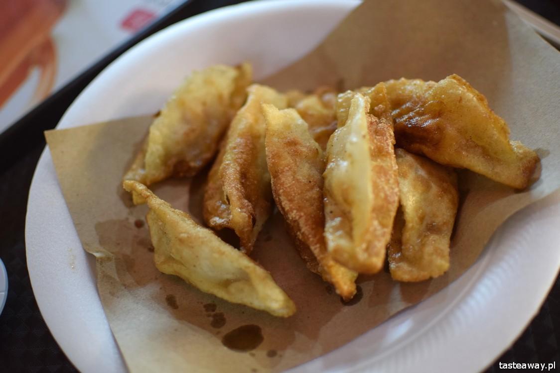 Singapur, co jeść w Singapurze, food courty, Maxwell Food Centre, pierożki gyoza