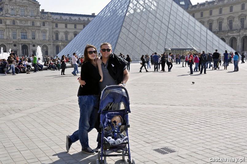 podróżowanie z dzieckiem, rodzina w podróży, Paryż, Luwr