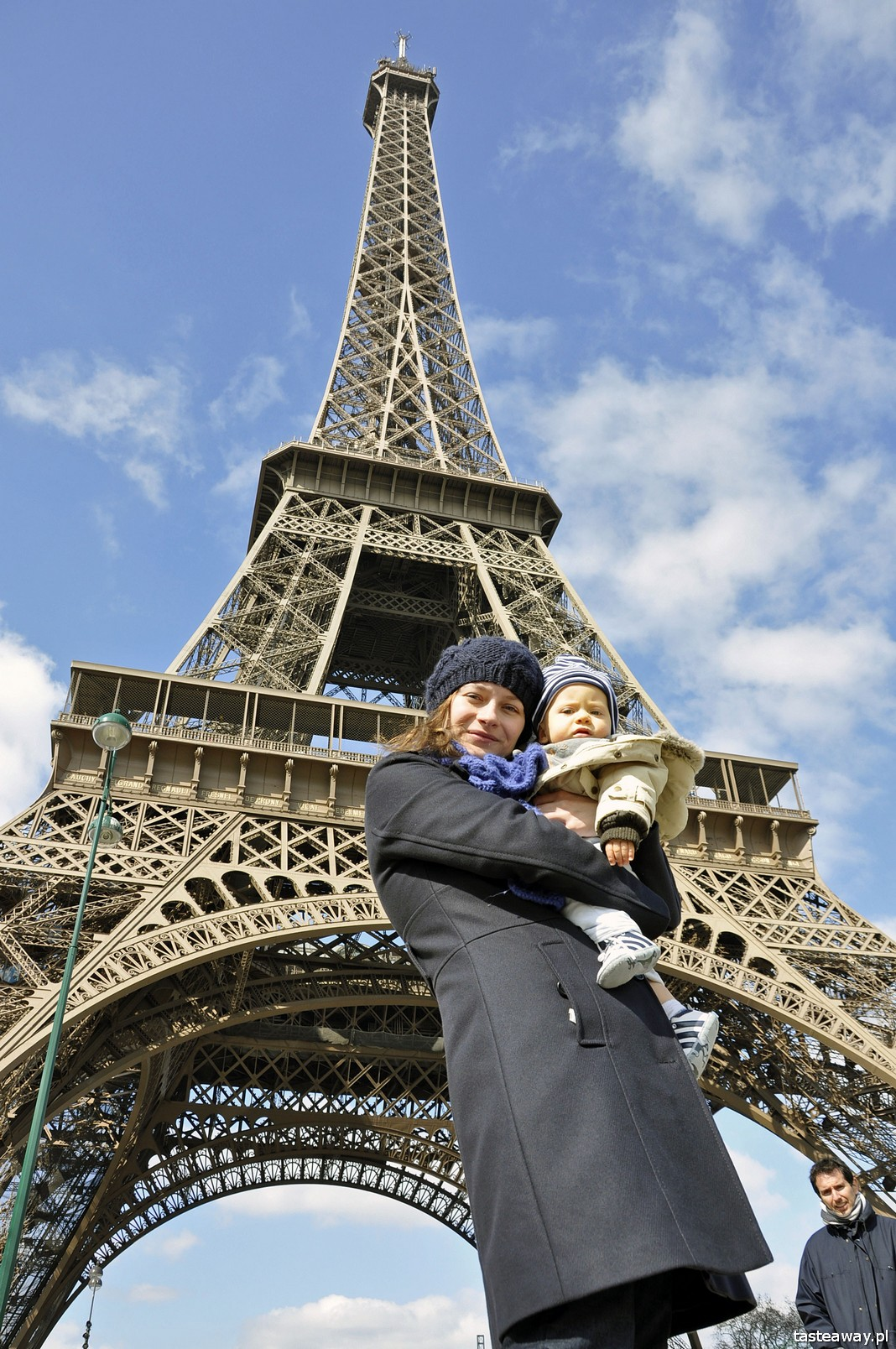 Paryż, Francja, Wieża Eiffla, podróżowanie z dzieckiem, podróżowanie z niemowlakiem, dziecko w podróży