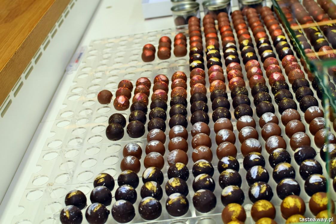 eklery, Paryż, najlepsze cukiernie w Europie, najlepsze cukiernie w Paryżu, cukiernictwo, L'Eclair de Genie, eclair, gdzie na eklerki w Paryżu, Christophe Adam, pralinki czekoladowe