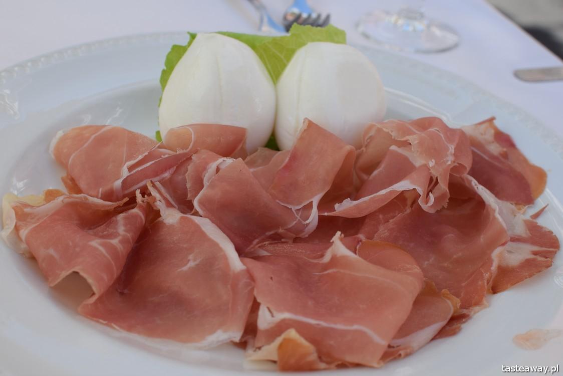 Positano, Włochy, gdzie na romantyczny wyjazd, wyjazd we dwoje, podróż poślubna, zaręczyny, najpiękniejsze miejsca we Włoszech, Wybrzeże Amalfi, kuchnia włoska, co jeść, mozzarella di bufala, prosciutto crudo,