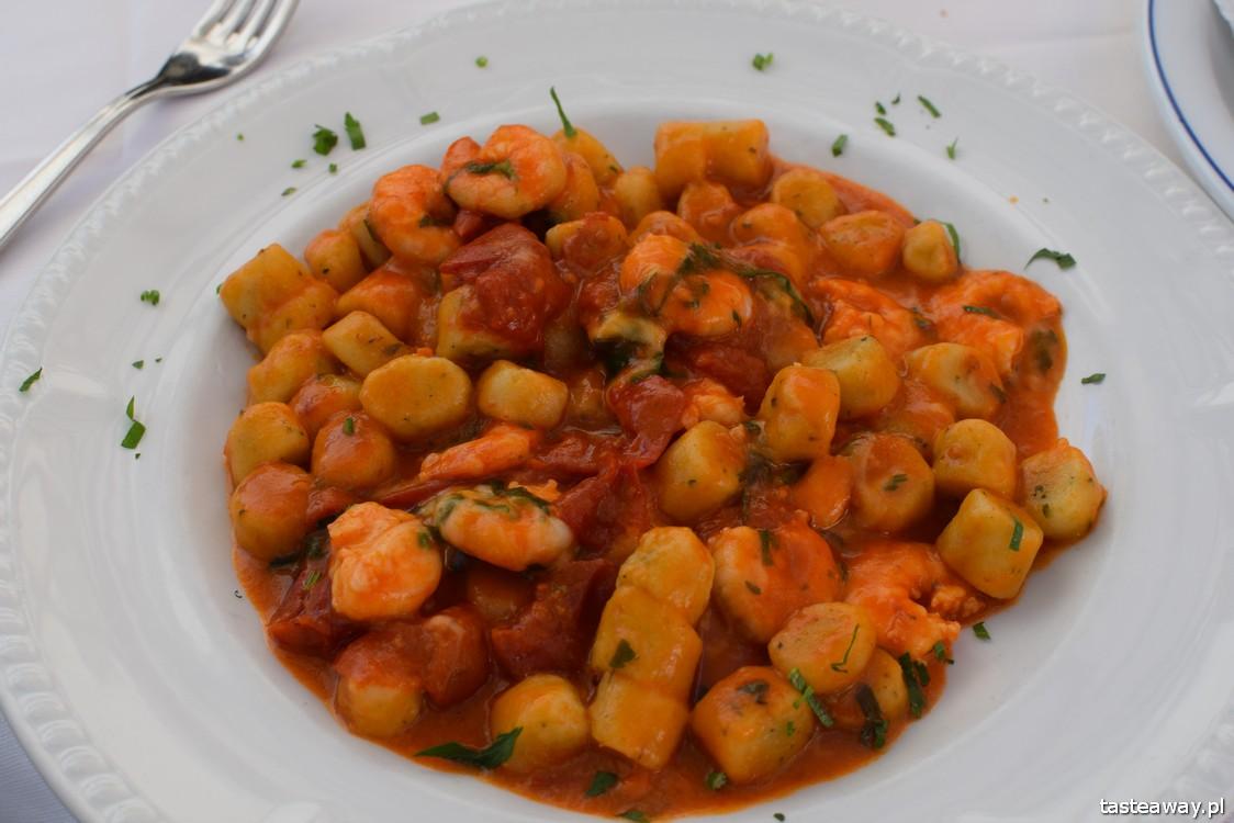 Positano, Włochy, gdzie na romantyczny wyjazd, wyjazd we dwoje, podróż poślubna, zaręczyny, najpiękniejsze miejsca we Włoszech, Wybrzeże Amalfi, kuchnia włoska, co jeść, Saraceno d'Oro, bruschetta, gnocchi alla rucola