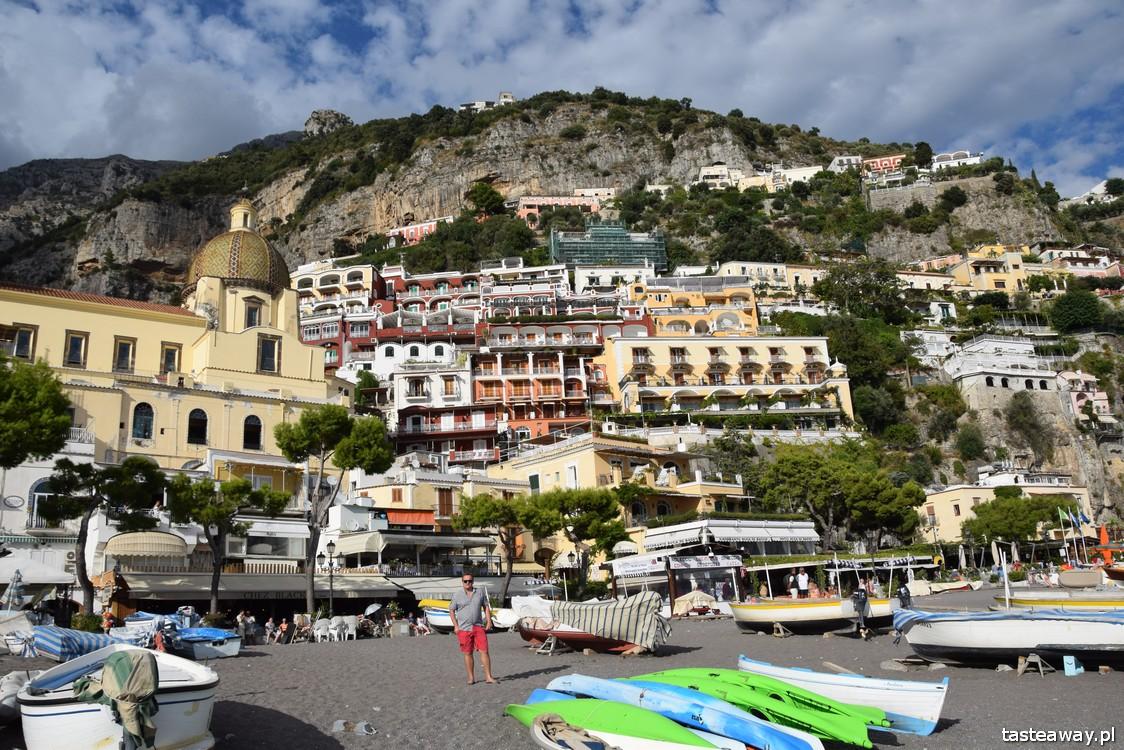 Positano, Włochy, gdzie na romantyczny wyjazd, wyjazd we dwoje, podróż poślubna, zaręczyny, najpiękniejsze miejsca we Włoszech, Wybrzeże Amalfi, Villa Celentano, plaża w Positano