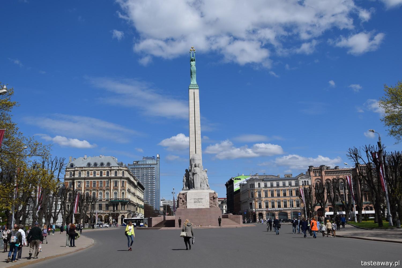 Łotwa, Ryga, co zobaczyć w Rydze, Ryga- atrakcje, starówka w Rydze, pomnik Wolności