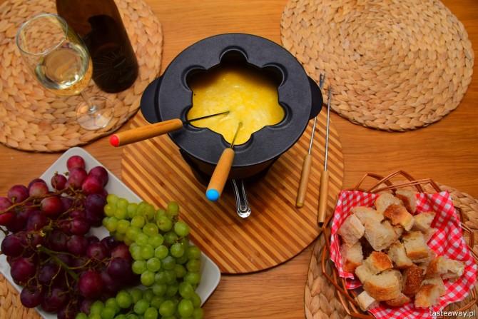 fondue, pomysł na francuski wieczór, wieczór po francusku, jak zrobić fondue, przepis na fondue, bagietki