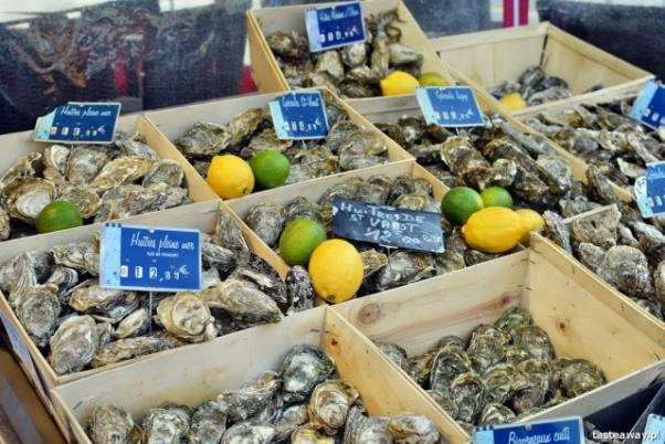 francuskie potrawy, kuchnia francuska, francuskie klasyki, francuskie potrawy, które trzeba znać, ostrygi, francuskie ostrygi, targ rybny