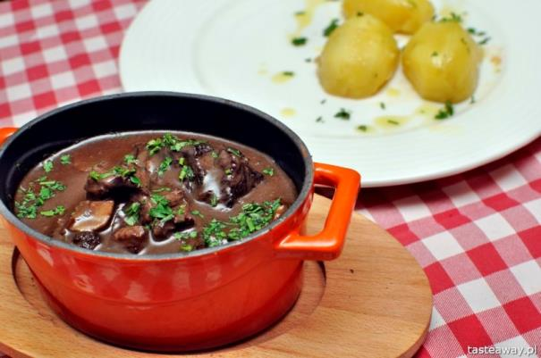 francuskie potrawy, kuchnia francuska, francuskie klasyki, zupa cebulowa, francuskie potrawy, które trzeba znać, wołowina po burgindzku, boeuf bourguignon