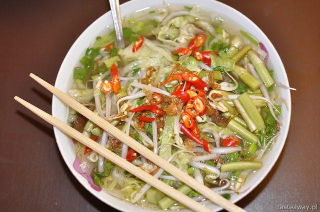 kuchnia azjatycka, azjatyckie jedzenie w Warszawie, gdzie na azjatyckie, chińskie, tajskie w Warszawie, wietnamskie w Warszawie, Toan Pho, zupa pho