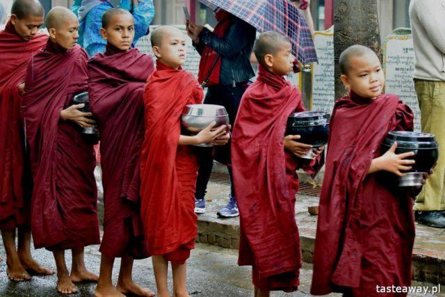 Azja, Azja Południowo-Wschodnia, czy warto jechać do Azji, Tajlandia, Kambodża, Birma, Wietnam, egzotyczne podróże, kierunki na zimę, klasztor