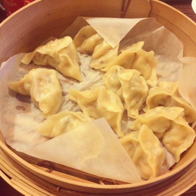 street food, kuchnia uliczna, street food, który musisz spróbować, potrawy kuchni ulicznej, pierożki, chińskie pierożki