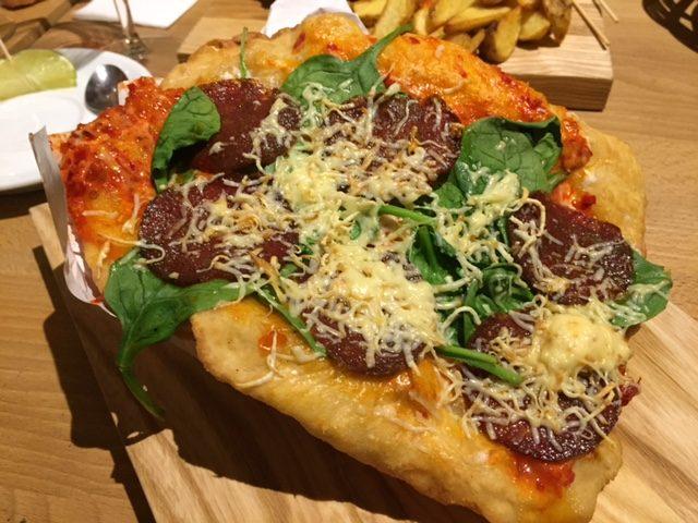 street food, kuchnia uliczna, street food, który musisz spróbować, potrawy kuchni ulicznej, Langosz, Węgry, Warszawa, La BOR