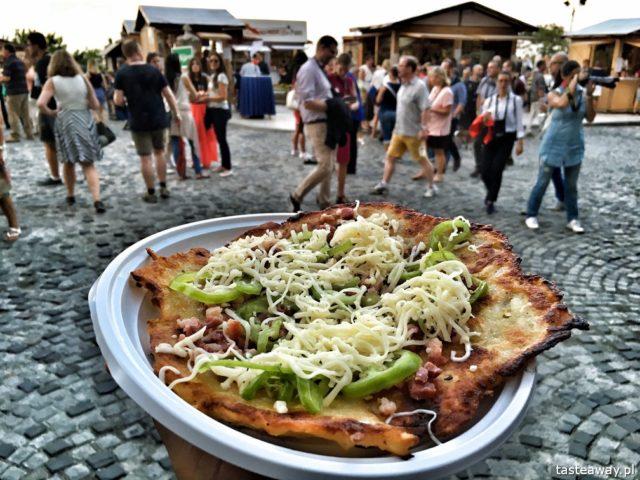 street food, kuchnia uliczna, street food, który musisz spróbować, potrawy kuchni ulicznej, Budapeszt, Wegry, langosz, węgierski street food