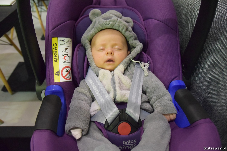 pierwsza podróż z maluchem, podróże z dzieckiem, jak podróżować z dzieckiem, jak podróżować z niemowlakiem, niemowlę w podróży, fotelik samochodowy, fotelik Britax Romer