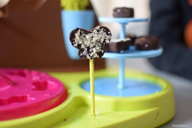 co na prezent, prezent dla 5 latka, Smoby Chef, dzieci gotują, jak zrobić czekoladki z dziećmi, Chocolate Factory od Smoby Chef, czekoladki