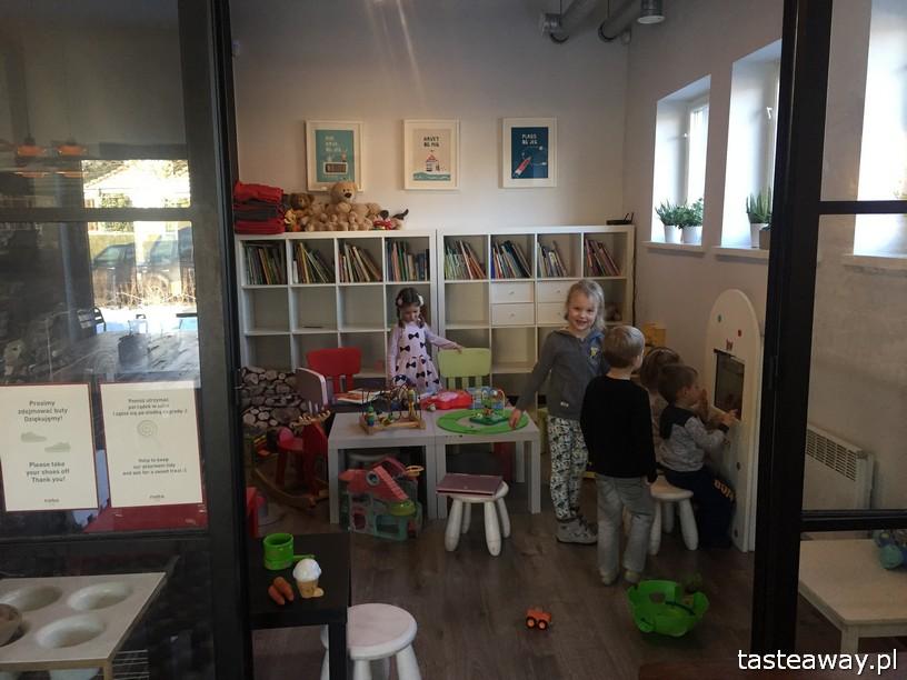 Nabo, Nabo Cafe, miejsca przyjazne dzieciom, gdzie na śniadanie, rodzinny obiad, rodzinne śniadanie, Warszawa, Sadyba, miejsca przyjazne rodzinie, kącik dla dzieci Nabo