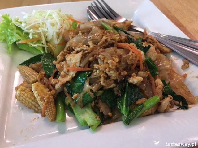 co jeść w Tajlandii, czego spróbować w Tajlandii, kuchnia tajskie, tajskie potrawy, smażony makaron, pad see ew