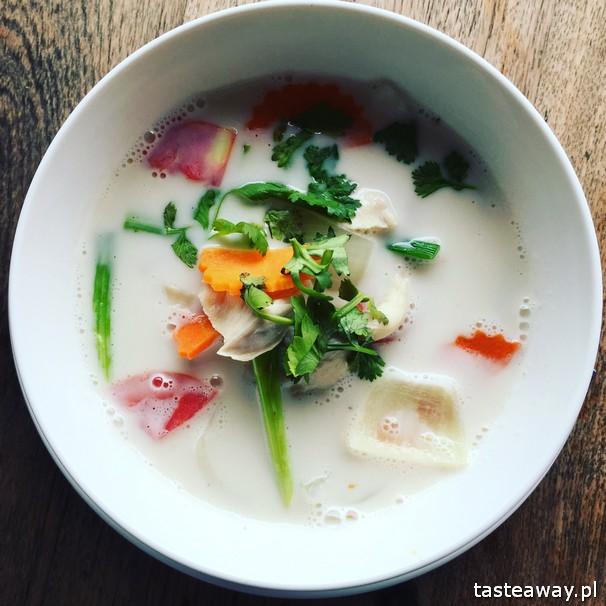 co jeść w Tajlandii, czego spróbować w Tajlandii, kuchnia tajskie, tajskie potrawy, tajskie zupy, tom kha gai
