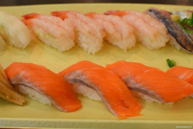 sushi w Japonii, jakie jest sushi w Japonii, jak smakuje sushi w Japonii, nigiri, inari, wasabi