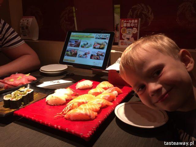 sushi w Japonii, jakie jest sushi w Japonii, jak smakuje sushi w Japonii, nigiri, inari, zamawianie przez tablet