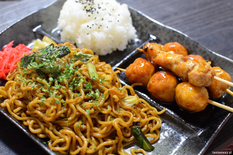 co jeść w Japonii, czego spróbować w Japonii, kuchnia japońska, okonomijayki, japoński streetfood, yakisoba